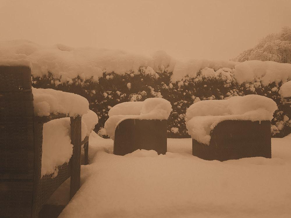 Schnee auf der Redaktionsterrasse
